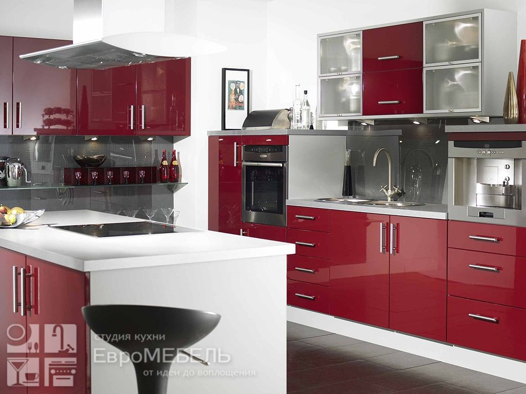 Красная пластиковая кухня